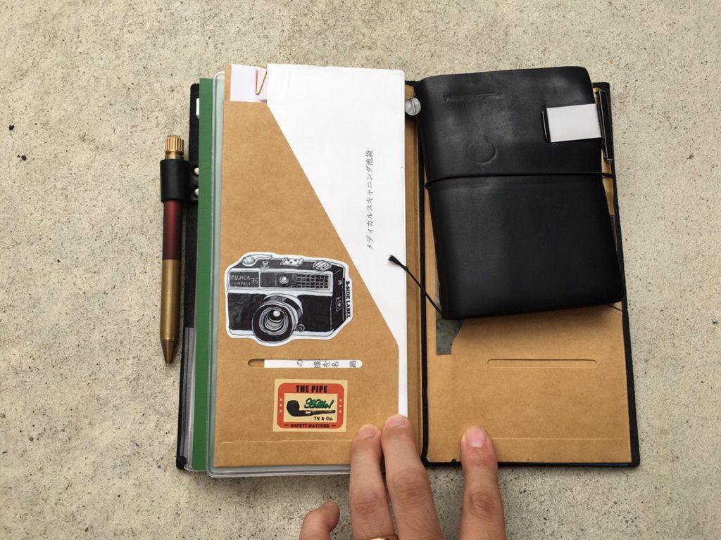 トラベラーズノートの中身公開!カスタマイズ色々のレギュラーサイズとパスポートサイズの使い方